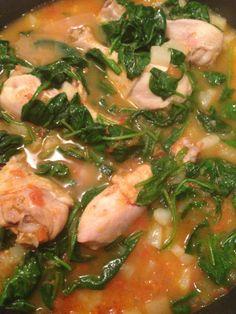 Guiso de pollo con patatas y espinaca. Chicken stew with potatoes and spinach. #stew #recipe #food