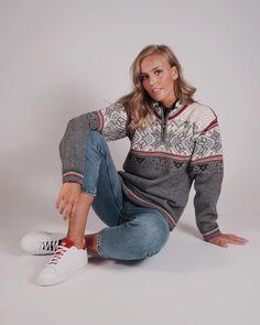 Get the fall look with Vail unisex sweater 🍁 ———————————————————————- Sweaters For Women, Men Sweater, Fair Isle Knitting, Fall Looks, Knitwear, Norway, Feminine, Unisex, Wool