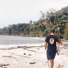 [esp] Caminatas por la playa ——— Hoy ha llovido incesantemente en Bocas (rogando que salga el sol mañana para poder ir a la playa) así que ha sido día de: - dormir hasta tarde - muchos mates (igual que siempre, en realidad) - lectura (estoy amando Little Fires Everywhere, se los recomiendo) - fútbol (hay un fanático de Boca Juniors en el dúo de el antitour) - series (finalmente empezamos a ver La Casa de Papel en Netflix después de quichicientas recomendaciones) - pochoclo y cerveza (¿es ... Kanken Backpack, Netflix, Sun, Paper, Secret Places, Brussels, Vatican, Mouths, Palaces
