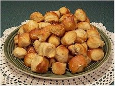 MakingFriends Bavarian Pretzel Bites Recipe Print a recipe and prepare food to taste your Girl Scout Thinking Day or International celebration if you chose Germany. Girl Scout Badges, Brownie Girl Scouts, Bavarian Pretzel, Girl Scout Camping, Austrian Recipes, Girl Scout Juniors, World Thinking Day, Daisy, Brownie Desserts