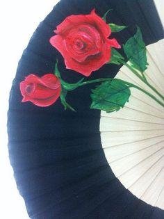 Alma de Almagro Abanico pintado a mano motivo Rosas $15 Pretty Hands, Beautiful Hands, Hand Held Fan, Hand Fans, Hot Flash Remedies, Mexico People, Painted Fan, Vintage Fans, Silk Art