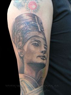 What does queen nefertiti tattoo mean? We have queen nefertiti tattoo ideas, designs, symbolism and we explain the meaning behind the tattoo. Small Pretty Tattoos, Small Face Tattoos, Small Crown Tattoo, Small Star Tattoos, Small Couple Tattoos, Girl Thigh Tattoos, Simple Forearm Tattoos, Girl Shoulder Tattoos, Cute Tattoos On Wrist