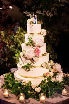 Wedding wedding cake - Photographed by Christian Oth Studio, this classic NYC wedding was full of garden flowers in a color palette of pinks, blush, creams and blues. Simple Elegant Wedding, Ethereal Wedding, Elegant Wedding Cakes, Wedding Cake Designs, Wedding Cupcakes, Wedding Themes, Wedding Decorations, Wedding Ideas, Beautiful Wedding Cakes