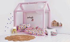 fabriquer-lit-cabane-bois-rose-bonbon-chambre-fille