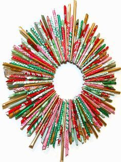BluKatKraft: Make a recycled magazine or wrapping paper wreath!
