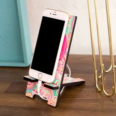 Personalized Glossy Phone Stand - Samsung Phone Holder - Ideas of Samsung Phone Holder - Mason Jar Crafts, Mason Jar Diy, Bottle Crafts, Diy Phone Stand, Desk Phone Holder, Iphone Holder, Charger Holder, Phone Charger, Cool Diy