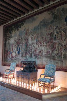 Construído para ser uma fortaleza por volta do ano 1000, o Chaumont-sur-Loire foi feito para vigiar a fronteira entre os condados de Blois e Anjou. O castelo ficou nas mãos de Sulpício I de Amboise por mais de 500 anos.  Em 1550, a rainha Catarina de Médicis adquiriu Chaumont-sur-Loire e chegou a receber Nostradamus no castelo.