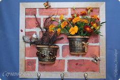 Декор предметов Картина панно рисунок Поделка изделие Моделирование конструирование Ключница - цветочница Бусины Гипс Капрон Краска Материал природный фото 10