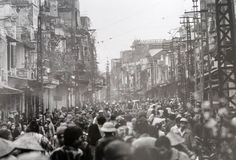 [Photos] Early Hanoi on the Brink of Doi Moi - Saigoneer South Vietnam, Vietnam War, Old Street, Street Food, Life After Death, Indochine, Cool Photos, Amazing Photos, Hanoi
