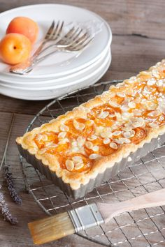 Tarte aux abricots  (objectif zéro miettes) Tart Recipes, Sweet Recipes, Cooking Recipes, Quiches, Desserts With Biscuits, Thermomix Desserts, Sweet Tarts, Food Photo, Chocolates