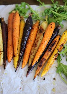 Balsamic Roasted Rainbow Carrots // Paleo + 🥕  During my time spent meal prepping in the kitchen one Sunday, I came up with these roasted carrots. I found some gorgeous rainbow carrot Roasted Whole Carrots, Carrots In Oven, Cooked Carrots, Grilled Carrots, Balsamic Carrots, Balsamic Vinegar, Side Dishes Easy, Side Dish Recipes, Salads
