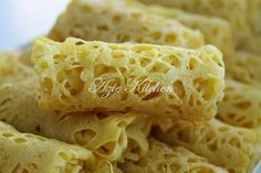 Roti Jala Yang Kekal Lembut Sampai Ke Petang Asian Desserts, Asian Recipes, Ethnic Recipes, Roti Canai Recipe, Nyonya Food, Crepes And Waffles, Pancakes, Malay Food, Malaysian Food