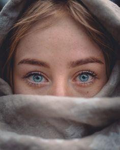 Blue Eyes Aesthetic, Aesthetic Women, Aesthetic Art, Aesthetic Pictures, Ocean Blue Eyes, Bright Blue Eyes, Shawn Mendes Tumblr, Strawberry Blonde Hair, Heart Face