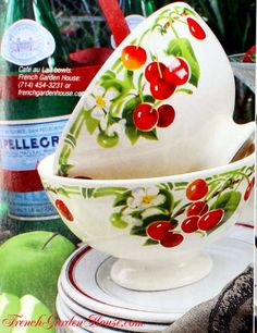 Vintage bowls.  Love!///..No not Vntg...But they are 'knock your socks off New'..that mixes ♥ w/vntg..dkw