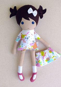 Muñeca de tela trapo muñeca chica de pelo marrón en vestido