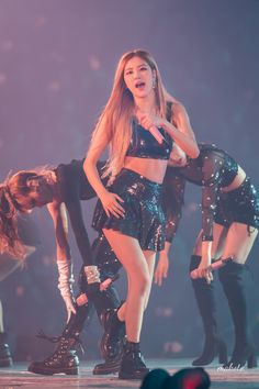 181111 BLACKPINK's 'IN YOUR AREA' Concert Seoul - Day 2 #rose #blackpink #concert Kpop Girl Groups, Kpop Girls, K Pop, Rose Park, Jennie Lisa, Blackpink Photos, Blackpink Fashion, Park Chaeyoung, Stage Outfits
