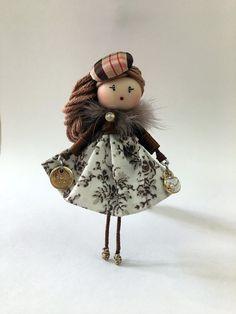 Brooch doll Annie Brown Jewelry de Mischic en Etsy https://www.etsy.com/es/listing/516907925/brooch-doll-annie-brown-jewelry