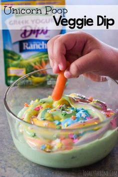 Another unicorn food idea is this edible unicorn poop dip! This amazing easy unicorn dip is perfect for your veggies. Add this to your unicorn poop recipe collection! Rainbow Unicorn Party, Rainbow Birthday, Unicorn Birthday Parties, 4th Birthday, Birthday Ideas, Unicorn Party Favours, Birthday Party Foods, Diy Unicorn Party, Fete Emma