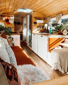 "interior-design-home: ""Wonderful converted bus "" Bus Living, Tiny House Living, Modern Tiny House, Living Room, School Bus Tiny House, School Bus Rv, Converted Bus, Kombi Home, Van Home"