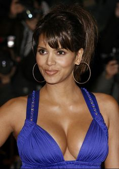 Halle Berry Sexy Celebrity With Halle Berry and Player Pictures, we have created a special photo album for you fans. Halle Berry Wallpapers pictures are in HD Halle Berry Style, Halle Berry Hot, Beautiful Celebrities, Beautiful Actresses, Halley Berry, Mädchen In Bikinis, Femmes Les Plus Sexy, Beautiful Black Women, Divas