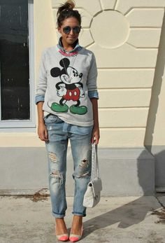 Ripped Boyfriend Jeans For Women - Street Style (You can always go fun and style Mickey Mouse sweatshirt worn over chambray shirt and ripped denim pants. We love these aviator sunglasses, pointed-toe heels and quilted leather bag. Moda Jeans, Lässigen Jeans, Ripped Jeans, Grey Jeans, Black Skinnies, Distressed Jeans, Black Pants, Skinny Jeans, Outfit Jeans