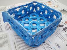 Cesteria de papel de periodico de mis trabajos en el blog Entre papel 1964maruchi.blodspot.com.es
