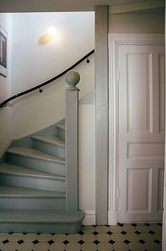 Classic Home Decor Ideas Kanske r billigare att mla trappa? Painted Stairs, Classic Home Decor, House Stairs, Staircase Design, Cottage Style, Interior Design Living Room, Interior And Exterior, Interior Paint, Home Remodeling