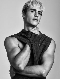 Attitude magazine looks to the platinum blond Oliver Stummvoll to grace the pages of its March 2016 issue. Reuniting with photographer Kosmas Pavlos… Senior Girl Photography, Photography Poses For Men, Portrait Photography, Male Models Poses, Blonde Male Models, Mode Costume, Pose Reference Photo, Men Photoshoot, Fashion Poses