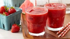 Lemon Watermelon Strawberry Slush - This icy beverage is a great way to escape the summer heat and enjoy a healthy helping of fresh fruit. Slush Recipes, Drink Recipes, Brunch Recipes, Dessert Recipes, Fresco, Summer Drinks, Refreshing Drinks, Fun Drinks, Summertime Drinks