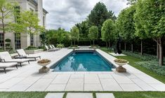 Holbrook & Associates, an award-winning landscape architecture firm based in Toronto, Canada Garden Swimming Pool, Swimming Pools Backyard, Pool Decks, Outdoor Landscaping, Outdoor Pool, Hampton Pool, Pool Chairs, Pool Coping, Shelter Island