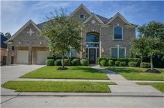 13402 Redwood Shores Dr, Houston, Texas 77044 Listing Price: $449,000 Beds: 5  Baths: 4.5  Sq Ft: 6,182 5 Bed 4.5 Bath Perry built home. Grand foyer with high ceilings and earth tone tile flooring. Custom built bookshelves/entertainment center surround the stone fireplace. Large family room with a great view of open concept kitchen area. Two story sunroom.  Contact Keller Williams Northeast about this listing today! 281-358-4545 www.KWNortheastHouston.com