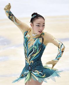 Rika Hongo skates in the ladies' short program at the Cup of China on Friday night in Beijing. Hongo earned 65.79 points, placing second behind Mao Asada. | KYODO