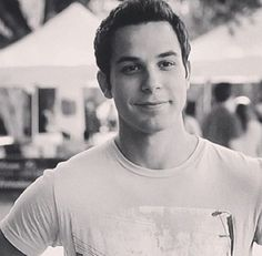 Skylar Astin, aka guy from perfect pitch (just learned his name haha). NICE!
