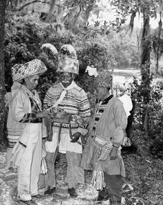 """From left, Frank Shore, Billy Bowlegs III, and Josie Billie at the 1960 Florida Folk Festival - White Springs, Florida - Yat'siminoli or """"Free People"""" - (Seminole Nation) Native American Images, Native American History, Native American Indians, Old Florida, Vintage Florida, Seminole Indians, Warrior Spirit, Lillian Gish, Folk Festival"""