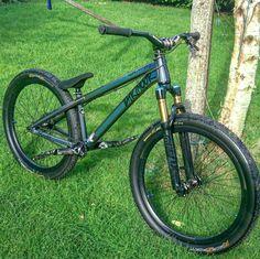 Downhill Bike, Mtb Bike, Cool Bicycles, Cool Bikes, Vtt Dirt, Sunday Bmx, Bike Freestyle, Montain Bike, Bmx Street