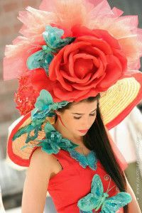 Madeira Flower Festival/hats with flowers/Parade Funchal, Portugal Facts, Flower Festival, Festival Hats, Madd Hatter, New Year Fireworks, Tourism Marketing, Places Worth Visiting, Costumes Around The World