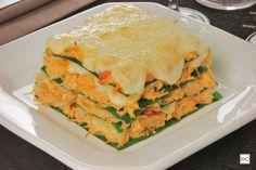 Que tal substituir a massa da lasanha por folhas de couve? A Lasanha de frango com couve, além de mais saudável, tem uma incrível combinação de sabores!