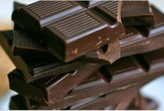 Calling all chocolate lovers! Now is your chance to really indulge and rid yourself of the guilt you feel when eating that chocolate you love. Multiple studies show that dark chocolate is loaded with nutrients. Dark Chocolate Benefits, Chocolate Day, Healthy Chocolate, Chocolate Lovers, Chocolate Dreams, Chocolate Chips, Beneficios Do Chocolate, Foods High In Magnesium, Healthy Holistic Living