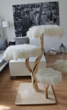 A cat tree with no carpet. People really do need to step up the cat tree game! Probably wouldn't put it in the middle of my living room, but would put it in my house! Cat Tower Plans, Diy Pour Chien, Diy Cat Tree, Cat Trees Diy Easy, Cat Towers, Ideal Toys, Cat Playground, Cat Room, Pet Furniture