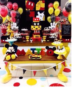 Disney Birthday, Mickey Mouse Birthday, Boy Birthday, Birthday Parties, Birthday Ideas, Fiesta Mickey Mouse, Mickey Party, Minnie Mouse, First Birthdays