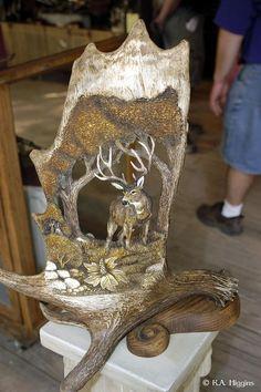 Mule Deer Antler Carving, This is done by William & Elizabeth Lloyd. Deer Horns, Moose Antlers, Deer Skulls, Deer Hunting Decor, Deer Decor, Hunting Stuff, Deer Antler Crafts, Antler Art, Antler Jewelry
