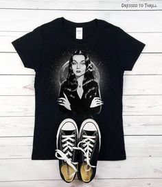 ADDAMS FAMILY  Morticia t-shirt with spooky moon Wednesday