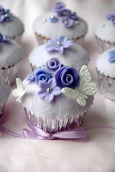 Lose yourself in the lavender luxury of our Frosted Fable Cupcakes. Fondant butterflies flutter around handcrafted floral art making for an unforgettable treat. Cupcakes Flores, Floral Cupcakes, Fancy Cupcakes, Pretty Cupcakes, Beautiful Cupcakes, Yummy Cupcakes, Wedding Cupcakes, Cupcake Cookies, Purple Cupcakes
