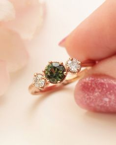 Wedding Chicks® (@weddingchicks) • Instagram photos and videos Green Sapphire, Boho Chic, Jewelry Rings, Diamonds, Engagement Rings, Photo And Video, Videos, Photos, Wedding