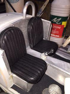 Fabrication des maquettes de siège avec recouvrement en cuir