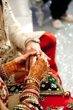 What kind of Jewelry looks Best on an Pakistani Bride? Nikah Ceremony, Indian Wedding Ceremony, Big Fat Indian Wedding, Desi Wedding, South Asian Wedding, India Wedding, Wedding Shoot, Bride Photography, Indian Wedding Photography