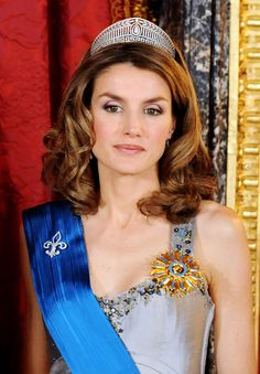 Queen Letizia of Spain Photos - Princess Letizia of Spain attends a Gala Dinner honouring French President Nicolas Sarkozy at the Royal Palace on April 27, 2009 in Madrid, Spain  (Photo by Carlos Alvarez/Getty Images) * Local Caption * Princess Letizia - Spanish Royals Host Gala Dinner Honouring Nicolas Sarkozy & Carla Brun