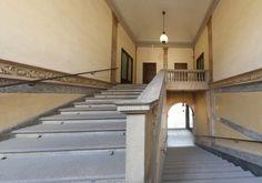 -- Via Cusani 5, Milano: Palazzo Cagnola -- Il maestoso scalone d'ingresso