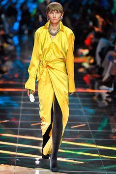 Michelle Obama just wore thigh-high Balenciaga boots - HarpersBAZAARUK Fashion Updates, Fashion News, Fashion Trends, Milan Fashion, Us First Lady, Balenciaga Boots, Yellow Gown, Glitter Boots, Yellow Fashion