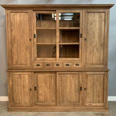 Met een teakhouten meubel brengt u sfeer en warmte in uw inrichting. Met deze kast creëert u een hoop bergruimte. Achter het glas kunt u uw mooiste souvenirs bewaren. De combinatie van draaideuren en schuifdeuren maakt deze kast uniek. Wij kunnen u deze prachtige kast leveren in 220cm en 200 cm breed. #teakkast #teak #meubel #interieur China Cabinet, Storage, Furniture, Home Decor, Purse Storage, Decoration Home, Chinese Cabinet, Room Decor, Larger